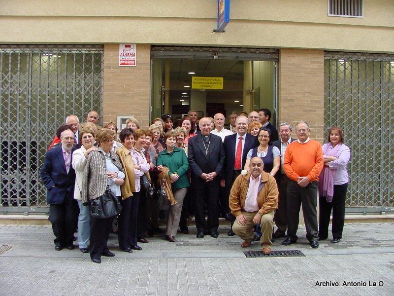 Algunos colaboradores, con nuestro Obispo.