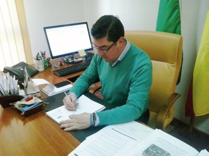 Sumando voluntades: el Ayuntamiento de San Bartolomé de la Torre continúa su colaboración con nuestra Asociación