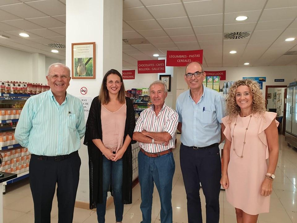 Economato solidario resurgir, con la concejala de politicas sociales del ayuntamiento de huelva