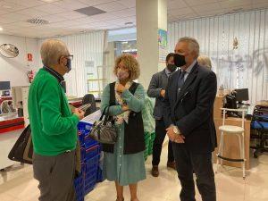 Representantes del PP en el Ayuntamiento de Huelva con el Economato Solidario Resurgir (1)