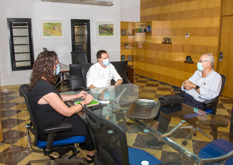 Aguas de Huelva con el economato Resurgir